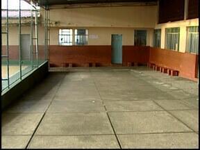 Lar das Meninas em Divinópolis reduz em 50% o número de vagas - Presidente da entidade alegou falta de recursos.Prefeitura disse é preciso enviar projeto para que recurso seja liberado.