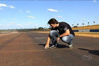 Piloto Átila Abreu visita pista de Goiânia - Competidor se mostra otimista para prova da Stock Car em Goiânia, que valerá R$ 1 milhão.