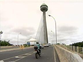 Duas pontes passam por obras em Teresina e deixam trânsito lento - Pontes estão sendo construídas enquanto outras passam por manutenção.Outras que ligam Teresina a Timon também apresentam falhas estruturais.