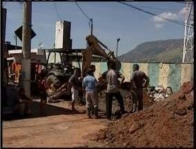 Obras para recuperação de adutoras ainda são realizadas em Valadares - Rompimento das adutoras gerou problemas aos moradores.