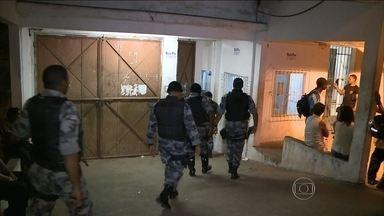 Mais de 30 pessoas são mantidas reféns no presídio de Pedrinhas, em São Luís - No Maranhão, pelo menos 32 pessoas são mantidas reféns há quase vinte e quatro horas no presídio de pedrinhas, em São Luís.