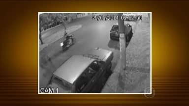 Imprudência no trânsito revolta moradores do interior de SP - Um motorista bêbado provocou uma sequência de acidentes e revoltou moradores de São Carlos, interior de São Paulo. Um motociclista de 33 anos morreu.