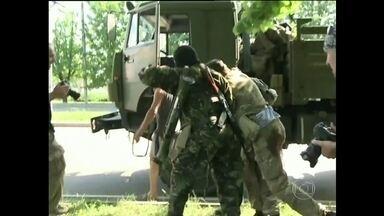 Rebeldes derrubam helicóptero do Exército da Ucrânia - Rebeldes que querem se unir ao território da Rússia derrubaram um helicóptero do Exército. Quatorze militares morreram. O governo acusou o grupo de usar um sistema anti-mísseis russo.