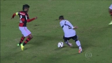 Flamengo empata com Figueirense, e termina rodada na zona de rebaixamento - Rubro-Negro ficou apenas no 1 a 1 com lanterna do Brasileirão.