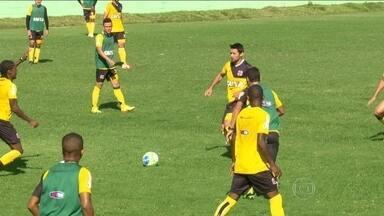 Sem desfalques, Vasco enfrenta Portuguesa pela série B do Brasileirão - Adílson Batista comandou último treino antes do confronto.