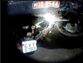 Motociclista de 24 anos morre após colidir com uma carreta na BR-116 - Piloto invadiu a contramão e bateu de frente com a carreta.