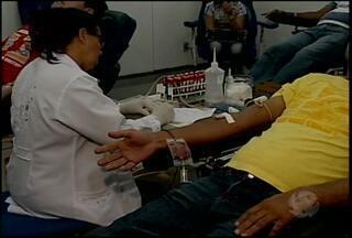 Servidores do IF-Sertão, em greve desde o mês passado, foram ao Hemope doar sangue - O ato, além de solidário, tem como chamara a atenção para a importância do serviço público para a sociedade.