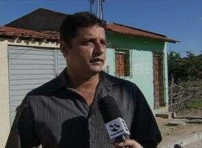 Cidade Real faz cobrança em Encruzilhada de São João, em Bezerros - Moradores reclamam da falta de água em ruas da comunidade.