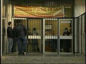 Servidores da Justiça do Trabalho de Uruguaiana, RS, aderem à greve nacional - 30% dos funcionários ainda trabalham.