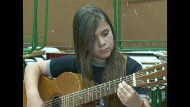 Projeto em escola de Guarapuava leva música pra sala de aula - Com a música, as notas dos alunos melhoraram.