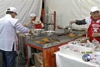 Barraca do tempurá faz sucesso na Festa do Divino de Mogi das Cruzes - Voluntários se revezam nas noites da quermesse. Evento acontece todos os dias até o dia 8 de junho.