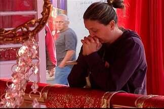 Mais de 400 fiéis já visitaram Império do Divino em Mogi das Cruzes - A movimentação começou logo cedo. Eram pessoas agradecendo e fazendo pedidos ao Divino.