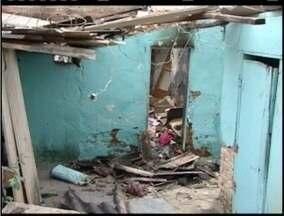 Incêndio destroi casa no bairro Novo Horizonte, em Teófilo Otoni - Polícia investiga possibilidade de incêndio ser criminoso.