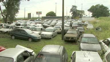 PRF de Santa Terezinha de Itaipu é notificada contra a dengue - Por isso, carros e motos estão recebendo atenção especial.