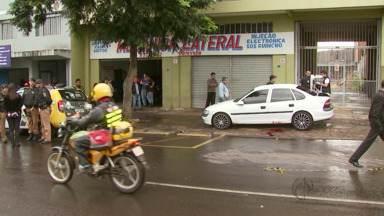 Polícia investiga morte de adolescente na Vila Portes - A vítima de 17 anos saia de uma oficina mecânica. Ao entrar em um carro, o adolescente foi surpreendido por um homem armado que disparou vários tiros.