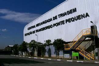 Central mecanizada irá dobrar capacidade de aproveitamento de lixo reciclável - A central mecanizada de triagem fica irá ajudar a organizar a coleta seletiva de lixo em São Paulo. A cidade produz 20 mil toneladas de lixo por dia. Desse total, a metade poderia ser reciclada. Mas apenas 2,5% são reaproveitadas.