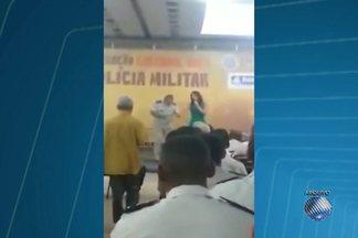 """Major é exonerado da PM baiana - Exoneração foi publicada no Diário Oficial. Major Eneas Estrela ficou conhecido após dançar o pagode """"Lepo lepo"""", durante um encontro de policiais."""