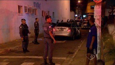 Vídeo flagra troca de tiros durante perseguição em Vitória - Casal registrou momentos de tensão, durante a perseguição policial.Homem fugiu, mas se arrependeu e se apresentou do DPJ de Vitória.