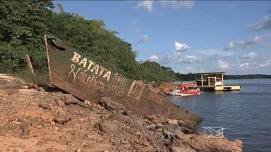 Cemitério de carcaças de barcos se formou no fundo do Rio Tocantins, em Imperatriz - Além de danos ao meio ambiente, há risco também aos banhistas.