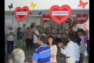Forró para terceira idade em Campina Grande - Um grupo de idosos mostra que para dançar forró não tem idade.