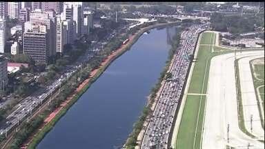 """Agentes da CET também fazem greve e São Paulo vive um dia de caos no trânsito - Como o rodízio de veículos foi suspenso por causa da paralisação dos metroviários, o número de carros nas ruas foi grande, e sem a presença dos """"marronzinhos"""", o congestionamento bateu recorde."""