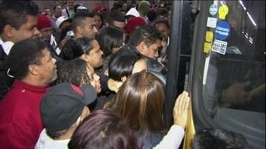 Primeiro dia de greve dos metroviários apresenta transtornos e estações fechadas - O metrô acionou um plano b e chamou funcionários de outros setores para operar o sistema e evitar a paralisação total do serviço! mesmo assim, não conseguiu evitar os transtornos e estações fechadas.