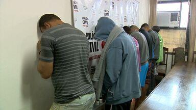 Polícia anuncia prisão de mais de 670 pessoas em MG - Muitas prisões ocorreram nesta quinta-feira (5).