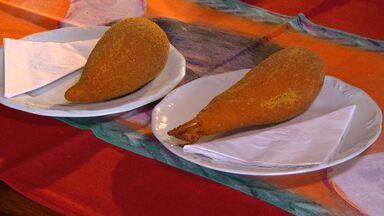 Aprenda a fazer deliciosas coxinhas com requeijão - Receita foi inventada em Minas