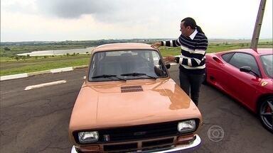 Frank Aguiar dirige o carro de seus sonhos - O cantor chega em sua Ferrari para dirigir um antigo Fiat 147. Ele também conta de onde surgiu essa paixão.