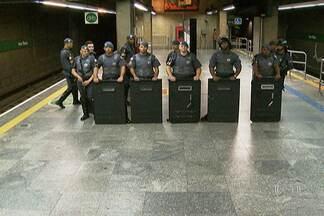 Protesto termina em confronto em estação de Metrô da capital - Grevistas foram para a Estação Ana Rosa tentar convencer os colegas a não trabalhar. Houve confusão. A polícia tentou liberar a estação, mas os grevistas não saíram. A Tropa de Choque usou bombas de gás para dispersar manifestantes.