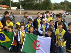 Argélia chega a Sorocaba e faz treino aberto nesta segunda-feira - Os argelinos chegaram ontem e também seguiram para o treino. Nesta segunda tem treino aberto, a tarde na cidade de Sorocaba.