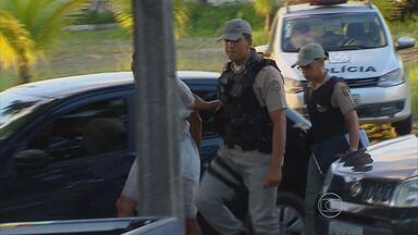 Homem é preso acusado de assassinar ex-mulher num motel - Depois do crime, ele tentou se matar. Família da vítima disse que ele não aceitava o fim do relacionamento.