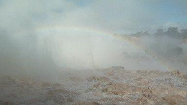 Cataratas do Iguaçu registram maior cheia da história - Volume de água está 30 vezes maior que o normal