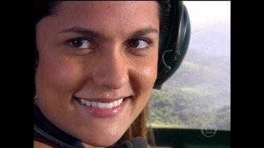 Paula Barbosa relembra Edith, personagem de Paraiso - Em 2009, atriz usava cabelos lisos e escuros