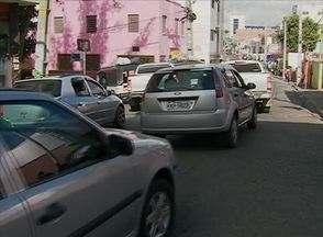 Engarrafamento no Centro marca Feira da Sulanca antes do Dia dos Namorados - Trânsito ficou complicado nas ruas Duque de Caxias e Quinze de Novembro.