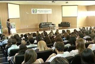 Servidores ligados a assistência social de prefeituras da região participam de seminário - Evento foi realizado em Montes Claros.