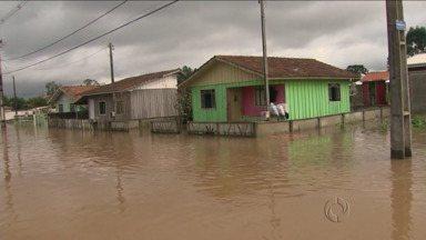 Governador decreta situação de emergência em 77 cidades - E o governo federal informa que vai dar apoio aos desabrigados
