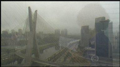 São Paulo terá terça (10) de céu encoberto - A terça-feira (10) começa com frio na Região Sul. Há previsão de pencadas de chuva em algumas áreas. O sol deve predominar na maior partye do país. São paulo terá dia nublado.