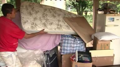 Moradores de assentamento deixam as casas em Querência do Norte - Os assentados têm medo, por causa das chuvas do ano passado. Gado está sendo levado para áreas mais altas.