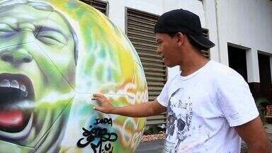 Cearense exibe arte pelo Brasil em bola de futebol gigante - Conheça mais essa história do Nosso Ceará.