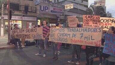 Protesto de funcionários do Hospital Cândido Ferreira fecha via do Centro de Campinas - Cerca de 300 pessoas, entre funcionários e pacientes do Hospital Cândido Ferreira, fizeram uma manifestação em frente à Prefeitura de Campinasx (SP) nesta terça-feira (10) e interditaram o trânsito na Avenida Anchieta, segundo a Polícia Militar.