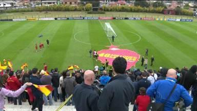 Espanhóis fazem treino com torcida em Curitiba - Foi o último antes da estreia contra a Holanda, sexta-feira, em Salvador.