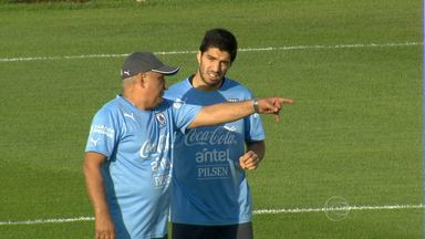 Jogadores do Uruguai fazem treino na Arena do Jacaré - Público acompanhou trabalhos