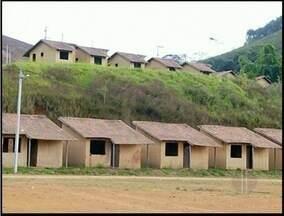 Após convênio em 2004, obras em Varre-sai, RJ, não são concluídas - Há 10 anos o tratado foi assinado para fazer casas populares na cidade.Valor investido chegou a quase R$ 300 mil.