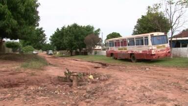 Chuva também causa estragos na região rural de Umuarama - Por causa dos estragos nas estradas, muitos alunos estão sem ir para o colégio.