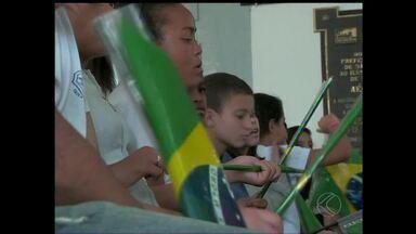 Crianças participam do lançamento do sinal digital em São João del Rei - Sinal com mais qualidade será transmitido para mais de 80 mil residências. Mais 6 cidades da Zona da Mata e Vertentes também recebem a cobertura.