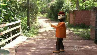 Zé do Bairro visita moradores de Valença, RJ - Ele voltou ao bairro Cambota, saber se a promessa do poder público havia sido cumprida.