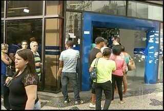 Vigilantes voltam ao trabalho a partir desta quarta no interior do Rio - Todas as agências do estado vão funcionar normalmente.Sindicato informou que em setembro deve reabrir as negociações