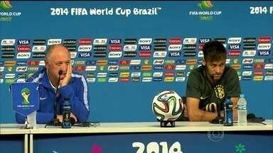 Felipão e Neymar mostram bom humor em entrevista coletiva - A tabelinha Felipão e Neymar foi um show de bom humor. O técnico da Seleção nem falou do nervosismo do momento, mas do privilégio.