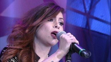 Pitty se apresenta com 'Me adora' - Cantora agita a plateia do Altas Horas com sucesso